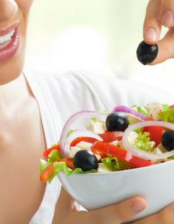 2 regole per stare in salute: mangiare sano e (quindi) volersi più bene!
